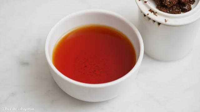 テイスティングカップで淹れたディンブラの紅茶