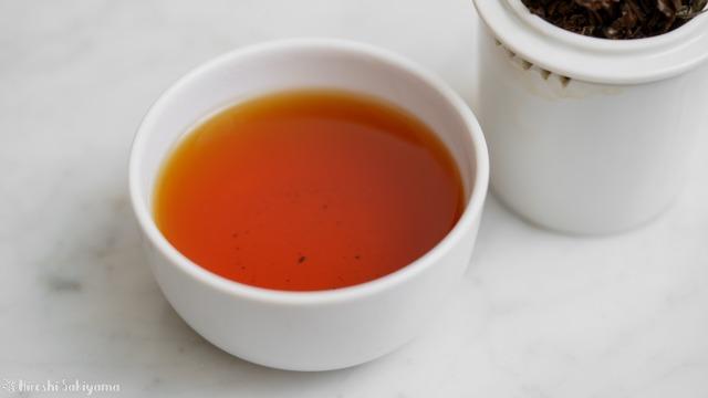 テイスティングカップで淹れた正山小種(ラプサンスーチョン)の紅茶