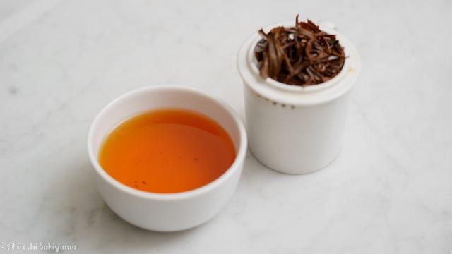 テイスティングカップで淹れた紅玉紅茶