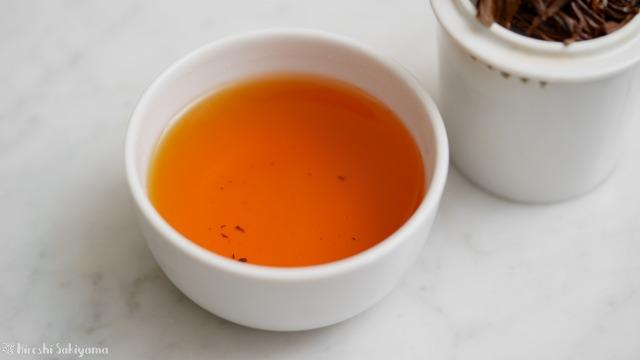 テイスティングカップで淹れた紅玉紅茶の紅茶