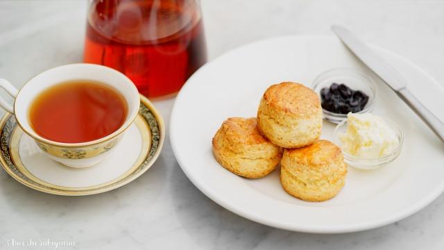 そのまま食べて美味しい基本のスコーンと紅茶