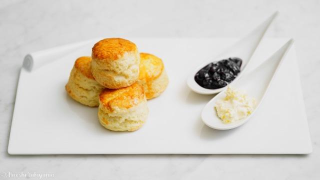 【バター少なめ・卵なし】クリームをつけて美味しいプレーンスコーン、ジャムとクロテッドクリーム